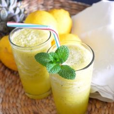 detox juice with pineapple and mint