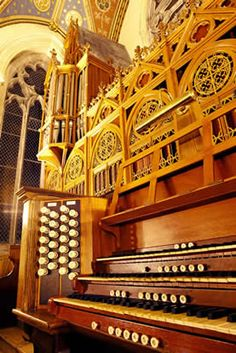 The original organ of the College Chapel was built by the Stahlhuth firm of Aix-la-Chapelle around 1890. After 120 years of great service, it is needing a total rebuild, as many of the 3,000 pipes are no longer playable.