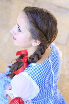 Dorothy Braids...so cute! #cutegirlshairstyles #DIY #Halloween #wizardofoz #dorothy #hairstyles