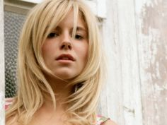 sienna miller, frame, layered haircuts, colors, blondes, makeup, side bangs, beauti, blonde hairstyles