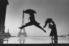 blackwhit photographi, paris, rain dance, places, robert doisneau, blog, birds, medium, kisses