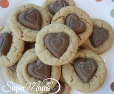 I Heart Peanut Butter Cookies - A heartwarming twist on a classic cookie. A great Valentine's Day treat - perfect for your kid's class party! Tag: Valentine's Day Recipes for Kids, Valentine's Day Treats, Easy Valentine's Day Recipes