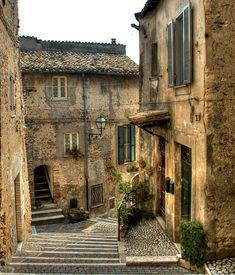 Roccantica, Italia