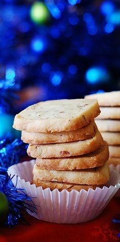 Almond shortbread cookies with Amaretto. JuliasAlbum.com   Holiday food and recipes