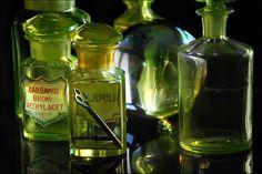 """yellow-green uranium (""""vaseline"""") glass"""