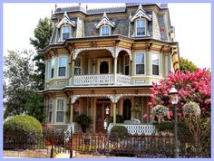 Love Victorian houses.