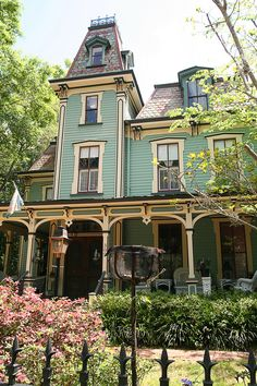 Victorian mansion. Love, love, love!!!!!