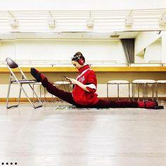 Stretching the over-splits Maria Kochetkova  taken by Daniil SimkinOver Splits Stretching