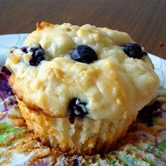 Recipe for Power Muffins – Greek yogurt, blueberries, and oatmeal will have you a POWER breakfast.