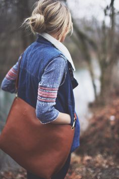 jacket, fashion, hair colors, purs, messenger bags, brown bags, messy buns, casual outfits, leather bags