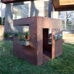 LOVE this playhouse.