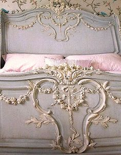 gorgeous detail bed