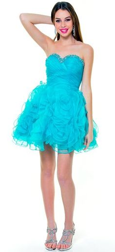 Don't forget that you can rock a short dress at #prom too!