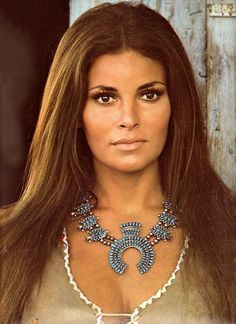 - raquel welsh -❤. Want they necklac!'