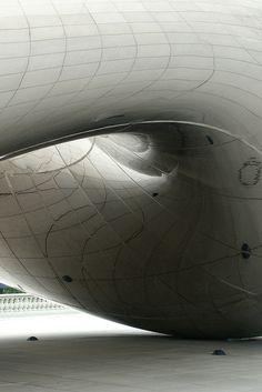 The cloud gate sculpture in Chicago's Millennium Park