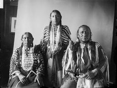 Crossed Feathers, wife and daughter – Southern Cheyenne – 1908