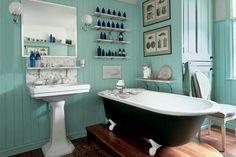 Love vintage bathrooms!