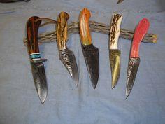 Jim Craig Custom Knives    http://jimcraigknives.com/wp-content/uploads/2012/04/DSC00784-e1335405300697.jpg