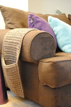 The Underground Hooker: Crochet Couch Caddy - I need this for all my husbands remotes!!