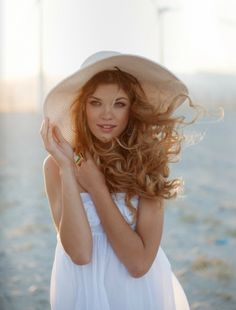 seniors, hat, pose, windy day, outfit, beach