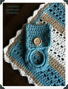 Towel holder... I so need to make one... my hand-towel is ALWAYS falling on the floor.