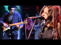 ▶ Mazzy Star - Fade Into You (Jools Holland 1994) - YouTube