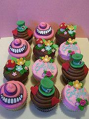 Even more Alice in Wonderland cupcakes!