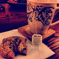 """@kayla_kennedy """"Overcome the notion that we must be regular…it robs you of the chance to be extraordinary."""" -Uta Hagan #goodearthtea #wildchaild #cupotea #oatmealraisincookie #relax"""