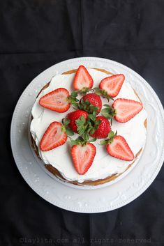 Strawberry layer cake - Laylita's Recipes