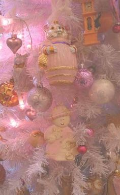 Some vintage ornaments (pink of course)