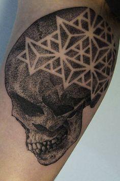 Com técnica de pontilhismo e máquina silenciosa, o tatuador Gregorio Marangoni atrai clientes em SP Leia mais