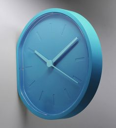 Side clock by Ludovic Roth & Alexandre Dubreuil