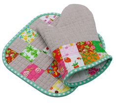 Red Pepper Quilts: Mothers Day Crafting with Briar Rose - Even her oven mitts are beautiful.