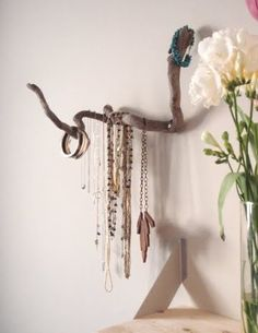 Jewelry Organizer! All you need to find is one good branch of driftwood. Check out the other two driftwood jewelry holder ideas!