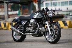 Moto Guzzi 1000 SP. Very, very clean look.