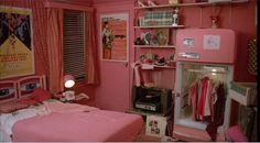Pink bedroom... Soooo kitsch!