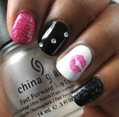 absolutely love the kiss lips on the one nail...I need to learn how to do it on mine!