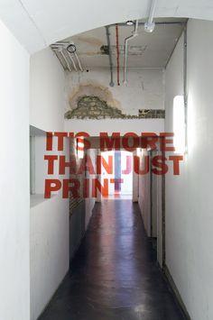 Anamorphic Typography / Joseph Egan / Hunter Thompson #grafica #istallazioni