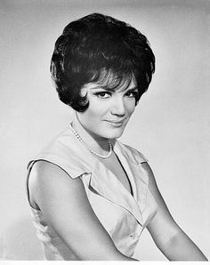 "Connie Francis was one of the biggest voices of the 1950s, recording hits like ""Where the Boys Are"" and ""Who's Sorry Now?"". Her impressive bouffant hair was similarly influential, creating a craze for the style among teen girls. 1950S Hairstyles, 1950S Memories, Bouffant Hair, Hairstyles Choice, 1950 S, 1950S Haircuts, 1950S Music, Connie Francis, Hair Style 1950"