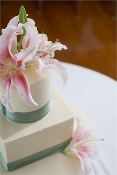 Ivory and sage green wedding cake with lily detail