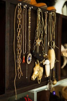 dione-necklace-storage