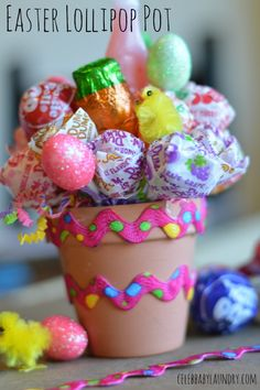 Looking for a fun alternative to the traditional gift Basket this Easter holiday? Try making this cute lollipop pot.  - #Easter #Lollipop #Pot #EasterGift #EasteCraft