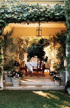 Secret garden-inspired, outdoor dining by Ralph Lauren Home secret gardens, secret gardeninspir