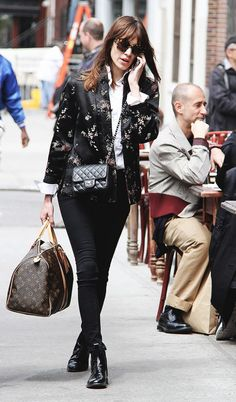 Alexa Chung proves Chelsea boots are always a good idea.