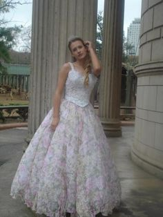 Estampado floral y colores claros en este vestido de fiesta - Floral print and soft colors in this prom dress