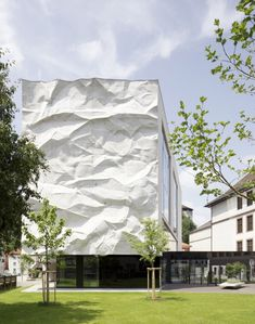 High School Crinkled Wall, cast concrete wall by WIESFLECKER ARCHITECTURE