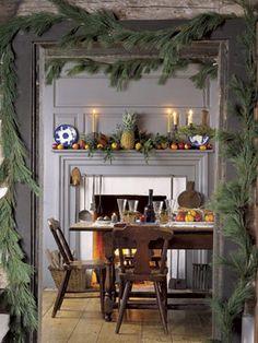 Colonial Christmas decor