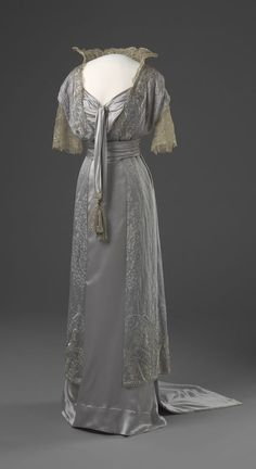 Dress, 1913-1914. via National Museum of Art, Architecture and Design (Oslo).