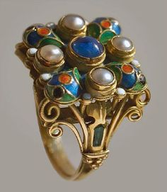 Henry George Murphy, Ring, 1929. Gold, enamel, sapphire, pearls.