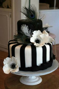 Black and white flowerd cake